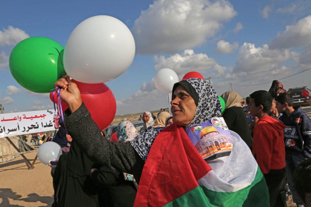 Deuxième semaine de manifestation pour la Grande marche du Retour. Arrivée dans un camp palestinien de la Bande de Gaza Est, près de Shujayia • 10 avril 2018 • Mohammed Zaanoun / Activestills.org